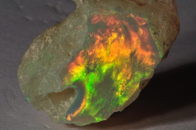 welo opal rough, flame pattern
